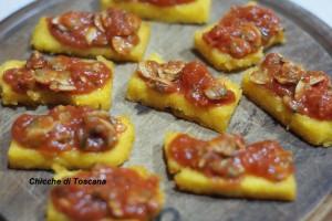 Crostini di polenta con vongole