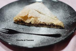 Calzone dolce di sfoglia con ricotta e cioccolato