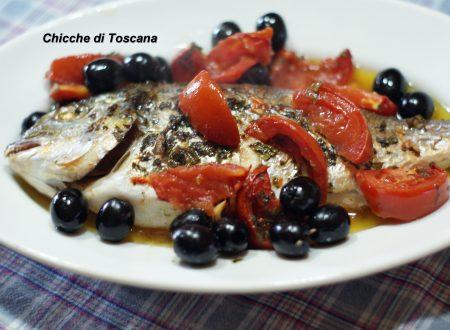 Orata al forno con pomodori e olive