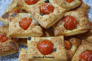 Pizzette di sfoglia con pomodorini