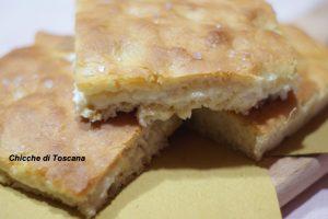 Focaccia ripiena di formaggio
