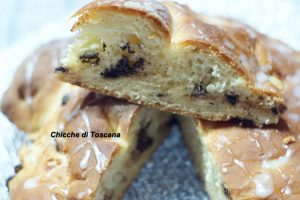 Chiocciola di pan brioche con ricotta e cioccolato