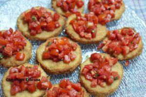 Crostini di melanzane con pomodori