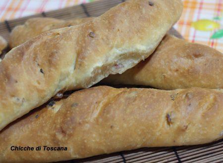 Filoncini di pane con pancetta affumicata