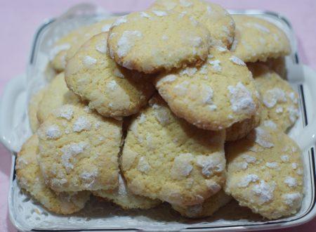 Biscotti al burro con profumo di limone
