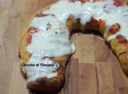 Rotolo di pizza farcito dal cuore filante