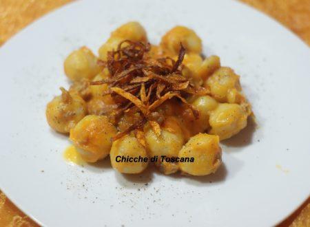 Gnocchi di patate ripieni di brie con zucca e salsiccia