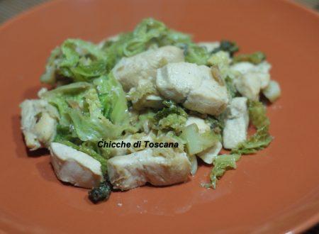 Bocconcini di pollo con verza stufata