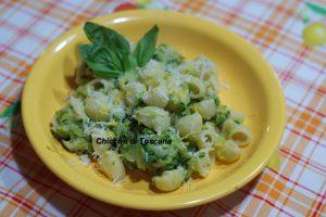 Pasta con zucchine al profumo di limone