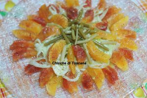 Insalata di arance, finocchi e steli di aglietto