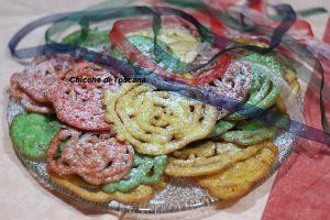 Frittelle colorate di carnevale