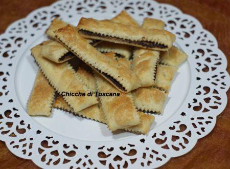 Bastoncini di pasta sfoglia ripieni