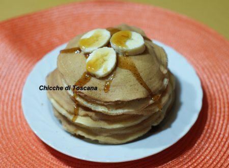Pancakes con sciroppo d'acero e banane