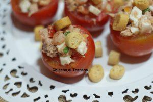 Pomodori freddi ripieni al sapore di mare